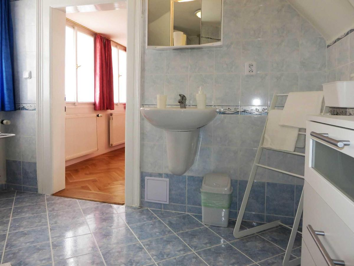 2 Bedroom Attic Apartment - bathroom
